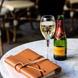 Haben Sie Lust auf ein Glas Sekt auf einer schöner Terrasse?